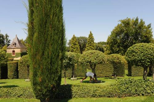The gardens of Eyrignac (with gardener)