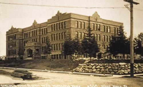 We come around from the two Oakes Edgewater views described at the top with another Oakes, this one of the new - in 1907/8 Lincoln High School.  The view looks northeast from 43rd Street and Interlake Avenue.