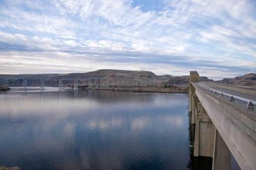 The railway bridge and the old Vantage bridge