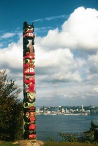The Admiral Way totem on Oct. 13, 1960, and freshly painted, it seems. (Photo by Lawton Gowey)