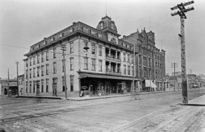 The Bell Hotel, at the southeast corner of First Ave. and Battery Street, with the Austin Bell Building beyond it.  This photo, by Anders Wilse, dates from circa 1898.