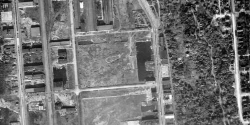 A 1929 aerial centered on the same pond shows its regulated sides