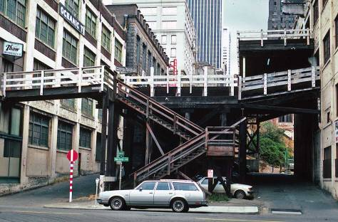 Lawton Gowey's up-close portrait of the viaduct's stub, again looking east across Western Avenue, this time in 1982.