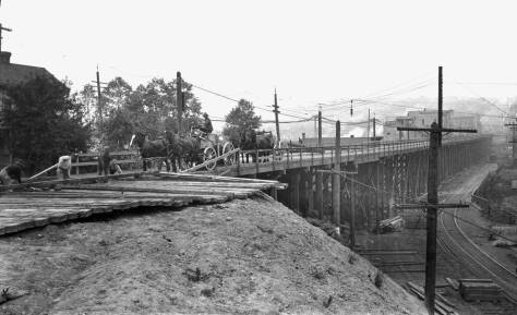 Looking north into the same wide-body construction on the Fremont Bridge and dated June 21, 1911 (Courtesy, Municipal Archives)