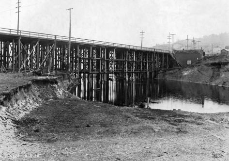 "March 3, 1915, from the Fremont side looking southeast to the ""high bridge"" repaired after the 1914 collapse, but here soon to be razed for construction of the bascule replacement."