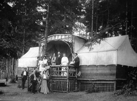 Z  Alki-Cabin-Tent-across-Stevens-fm-Museum-WEB