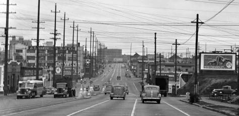 Looking south on Aurora thru Roy and more safety islands on Dec. 8, 1938.