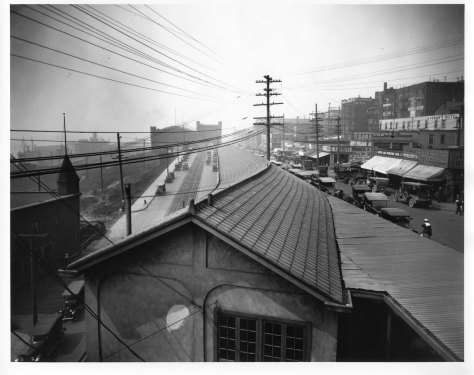 Pike Place to the right and Western Ave. to the left of the parkets long shelter for its stalls. The Seamen's Hall is in the shadows far left, and the typical armory profile is center-horizon.  Compare to the 1912 Baist map directly below.