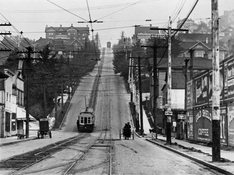 Looking north up the Queen Anne Avenue Counterbalance from Mercer Street.  (Courtesy, Lawton Gowey)