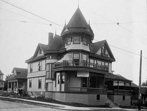 The Denny's big home humiliated some with a one block moved south to the southeast corner of Republican and Queen Anne Avenue, and there suited with apartments.