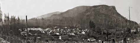THEN: Darius Kinsey's ca. 1914 panorama of the King County town of Cedar Falls (aka Moncton) set beside the unstable shore of Rattlesnake Lake. (Courtesy, Snoqualmie Valley Historical Society)