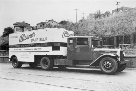 Pilsener-Pale-Beere-truck-and-trailer-web