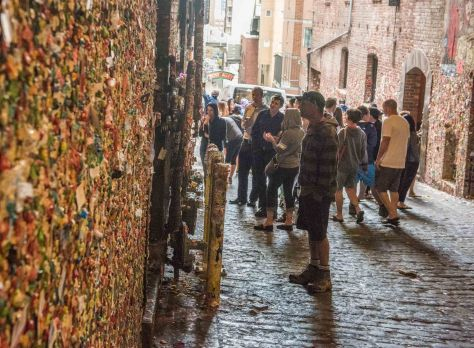 Gum wall crowds throng